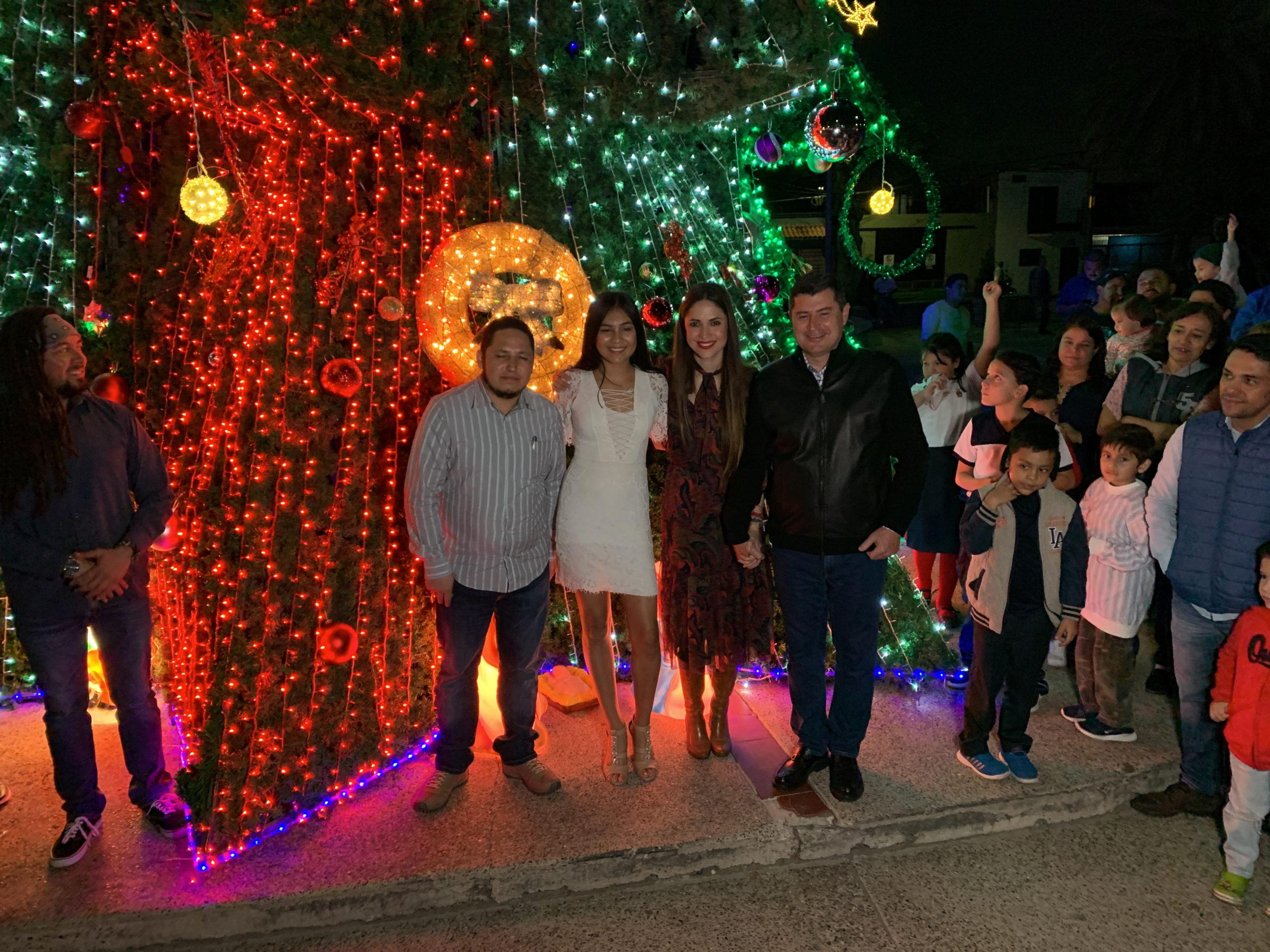 📹Encienden árbol navideño gigante en Los Mochis