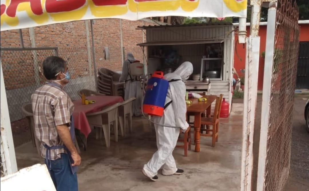 Continúa sanitización de comercios en El Fuerte
