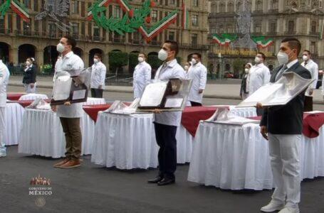 """""""Ha sido un gran honor"""", médico de Los Mochis condecorado"""