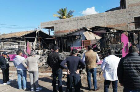 Visita Chapman a afectados por incendio en Topolobampo