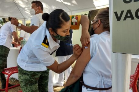 Hoy llegarán más vacunas contra COVID a Sinaloa, continuará aplicación a adultos mayores y personal de salud
