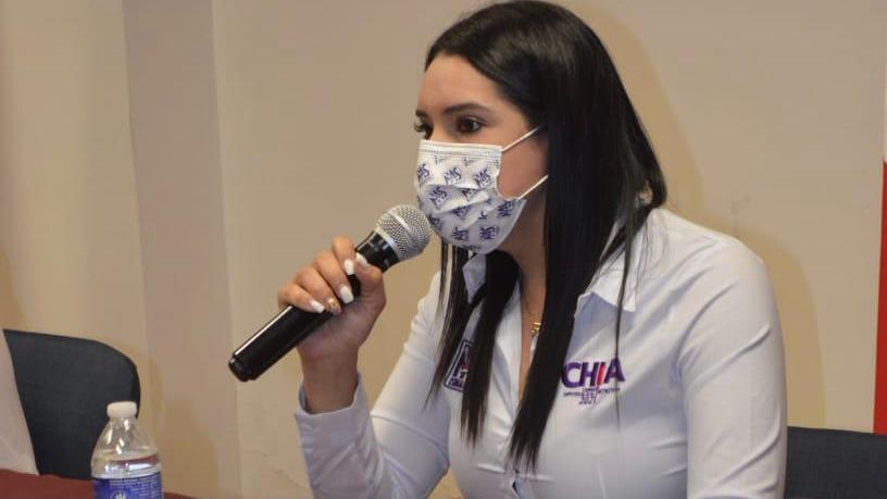 Se compromete Elizabeth Chia a legislar a favor de empresarios