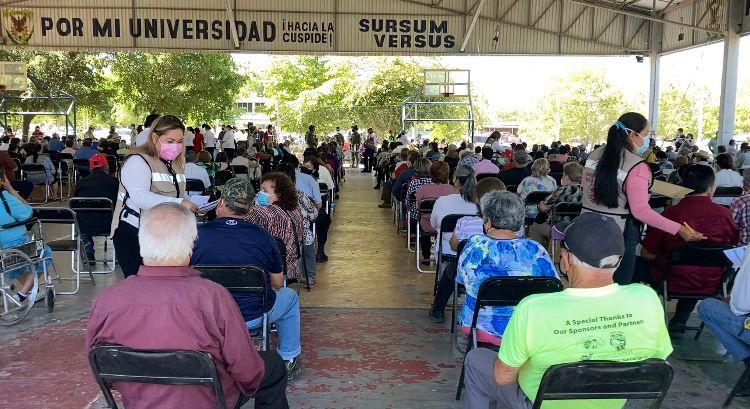 Inicia aplicación de segunda dosis a adultos mayores en Los Mochis