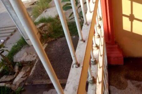 FUGA: Se desperdicia el vital líquido en Residencial del Valle