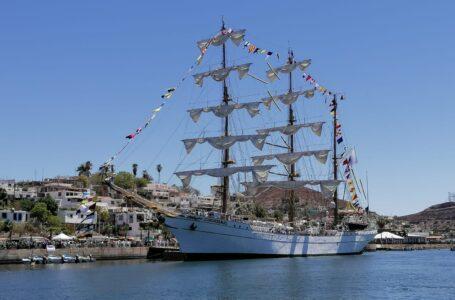 📸📹 Arriba a Topolobampo el buque Cuauhtémoc