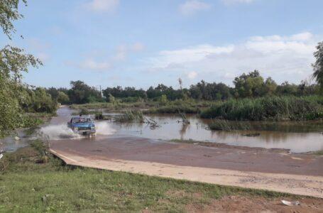 Reabren a la circulación tramo carretero en el vado de El Ranchito, El Fuerte